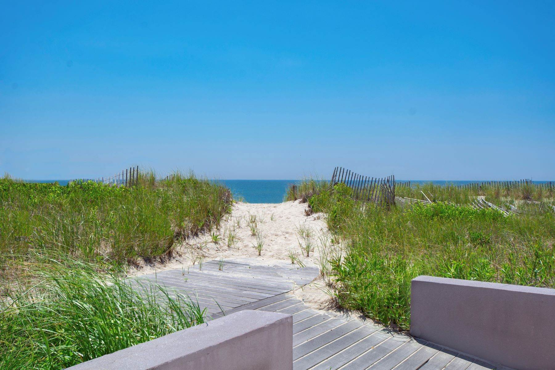 10. Single Family Homes for Sale at Meadowlane 700 Ft Ocean & Bay Front 1080 & 1100 Meadow Lane, Southampton, New York 11968 United States