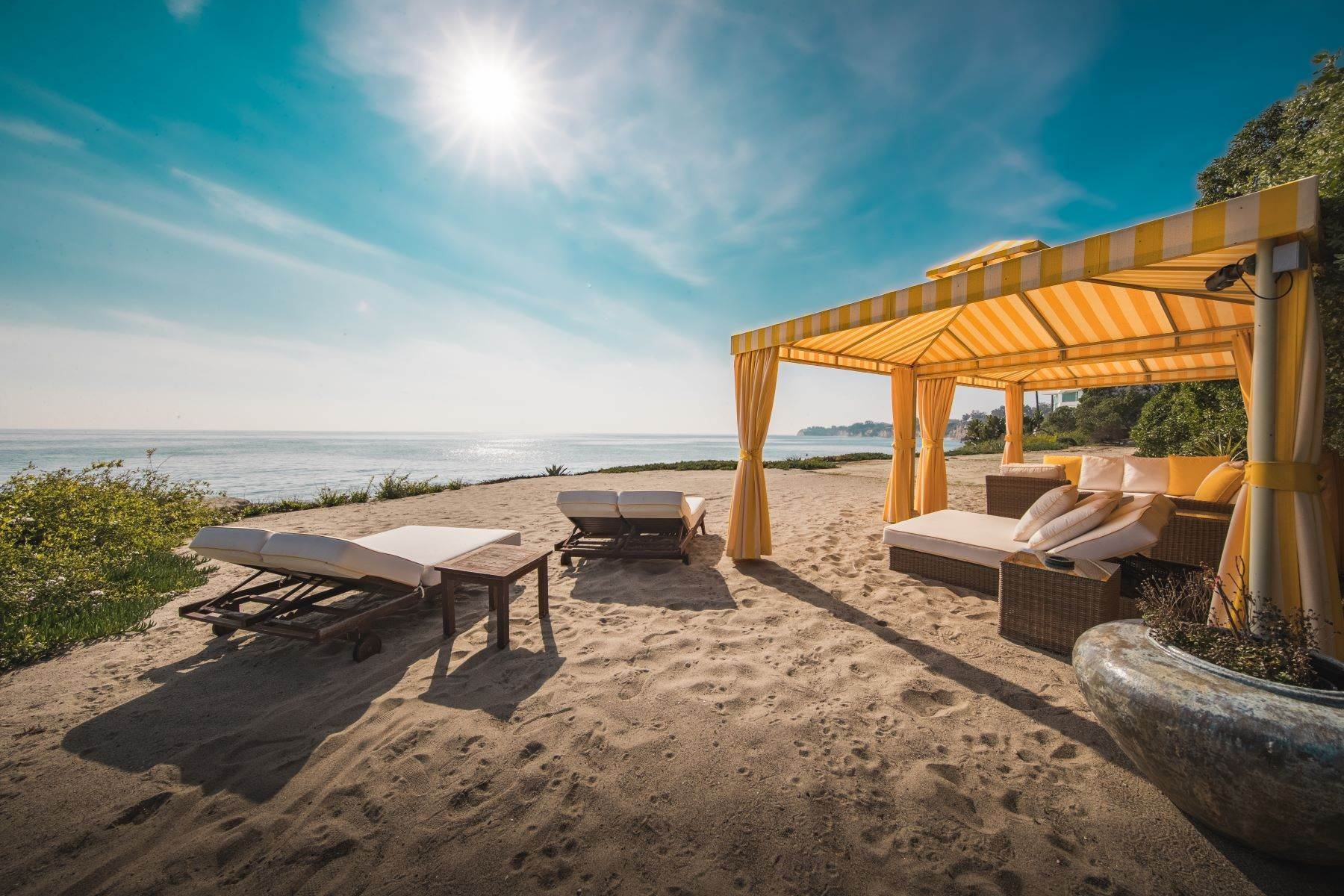22. Single Family Homes for Sale at Mar de Amor 27930 Pacific Coast Highway, Malibu, California 90265 United States