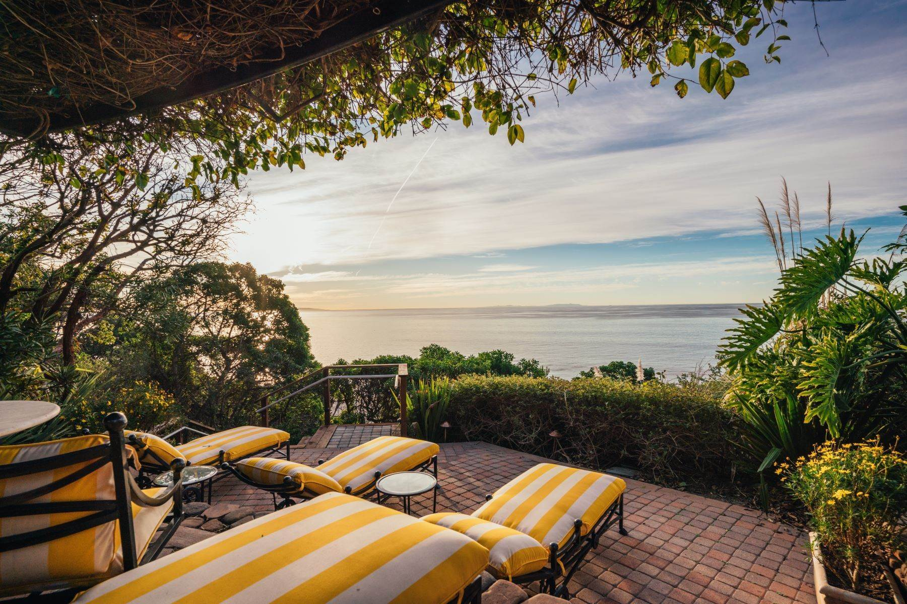 21. Single Family Homes for Sale at Mar de Amor 27930 Pacific Coast Highway, Malibu, California 90265 United States