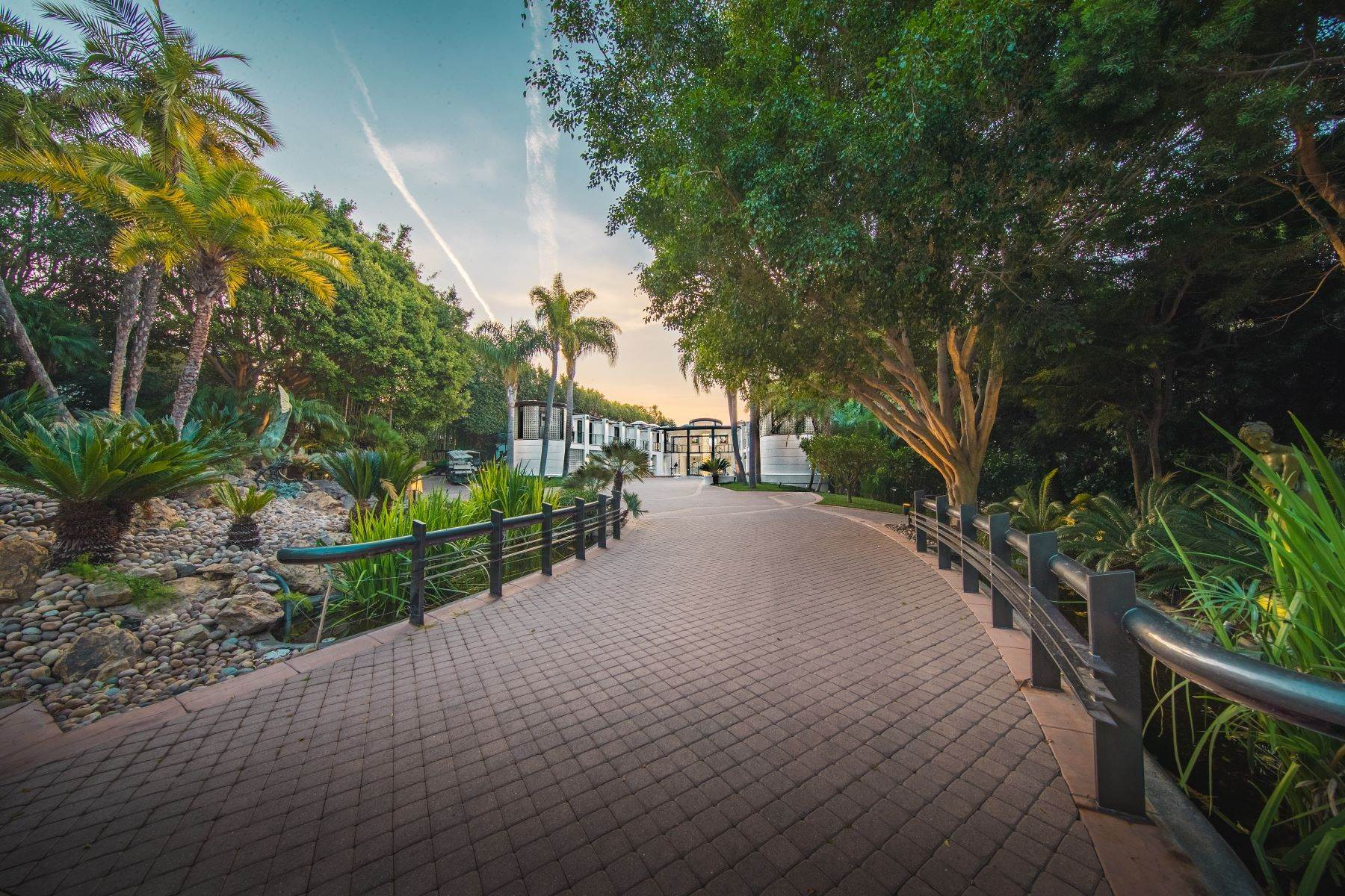 27. Single Family Homes for Sale at Mar de Amor 27930 Pacific Coast Highway, Malibu, California 90265 United States