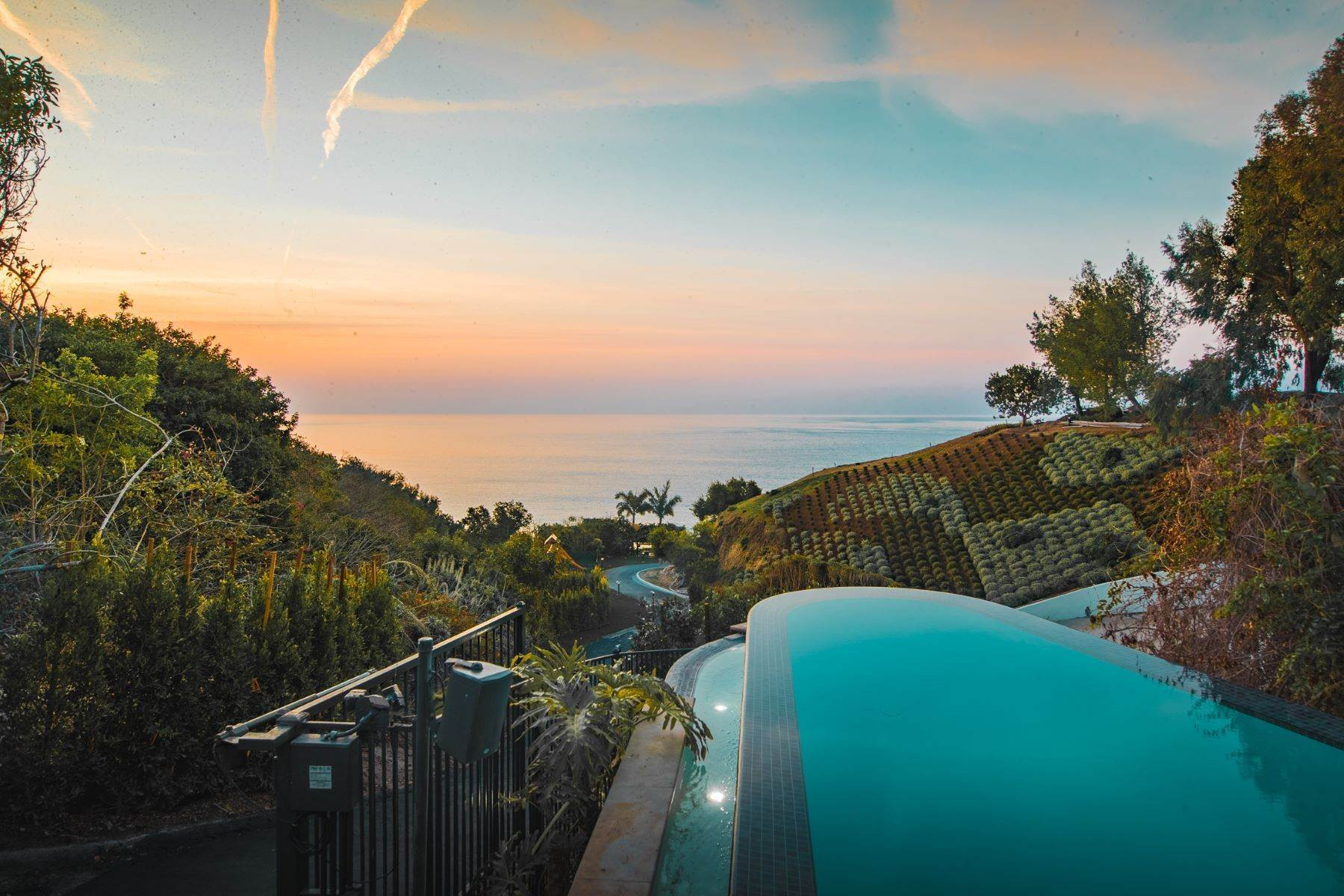 17. Single Family Homes for Sale at Mar de Amor 27930 Pacific Coast Highway, Malibu, California 90265 United States