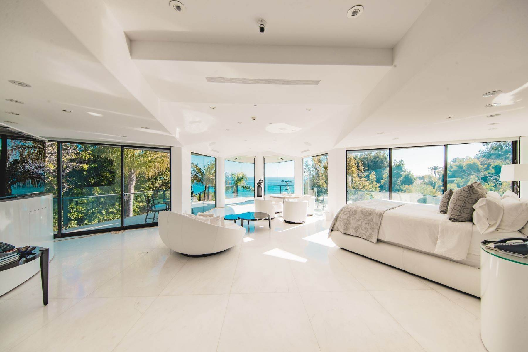 8. Single Family Homes for Sale at Mar de Amor 27930 Pacific Coast Highway, Malibu, California 90265 United States