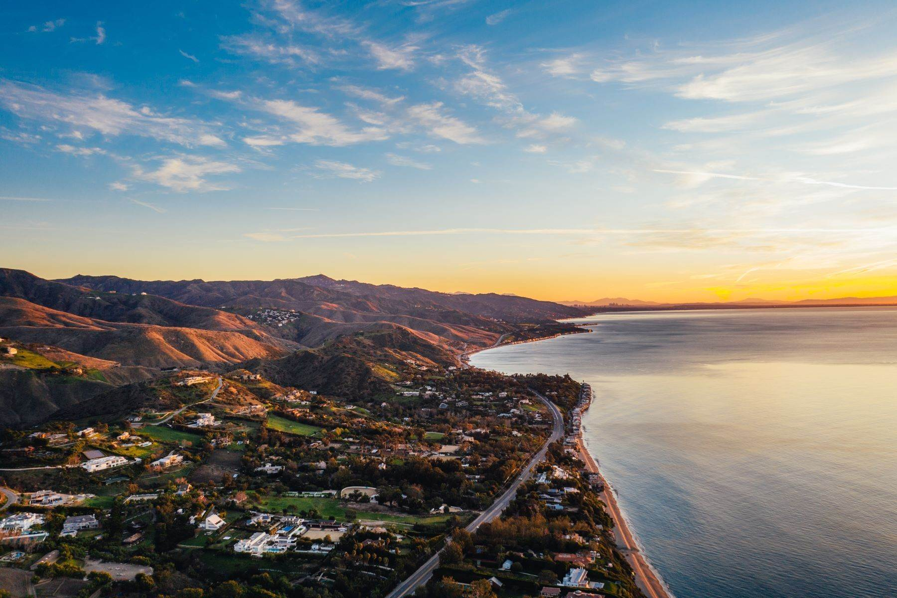 20. Single Family Homes for Sale at Mar de Amor 27930 Pacific Coast Highway, Malibu, California 90265 United States