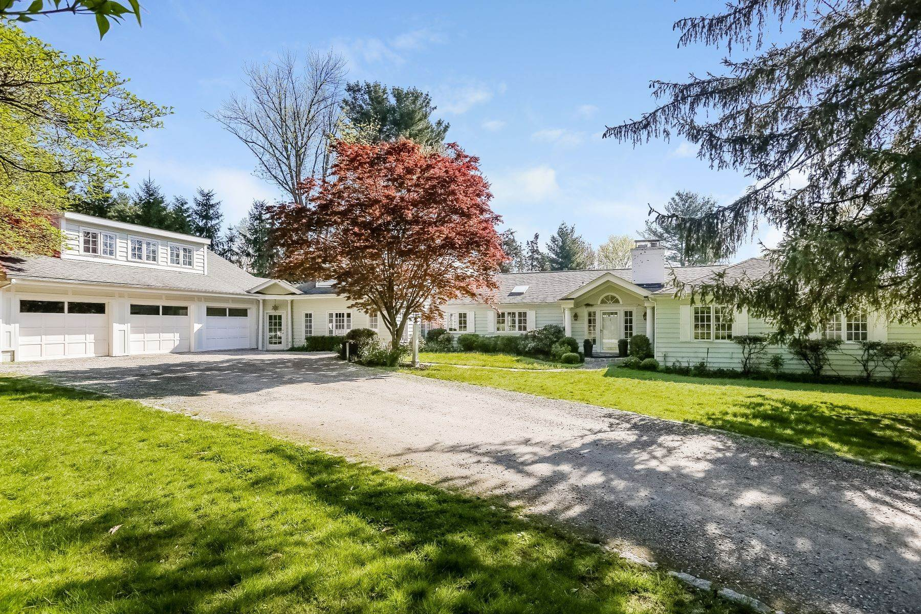 Single Family Homes vì Bán tại Gracious and Charming Expanded Cape 5 Clifford Lane, Westport, Connecticut 06880 Hoa Kỳ